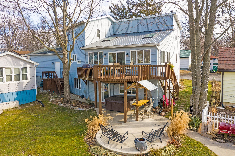 11229 Maple Avenue Property Photo