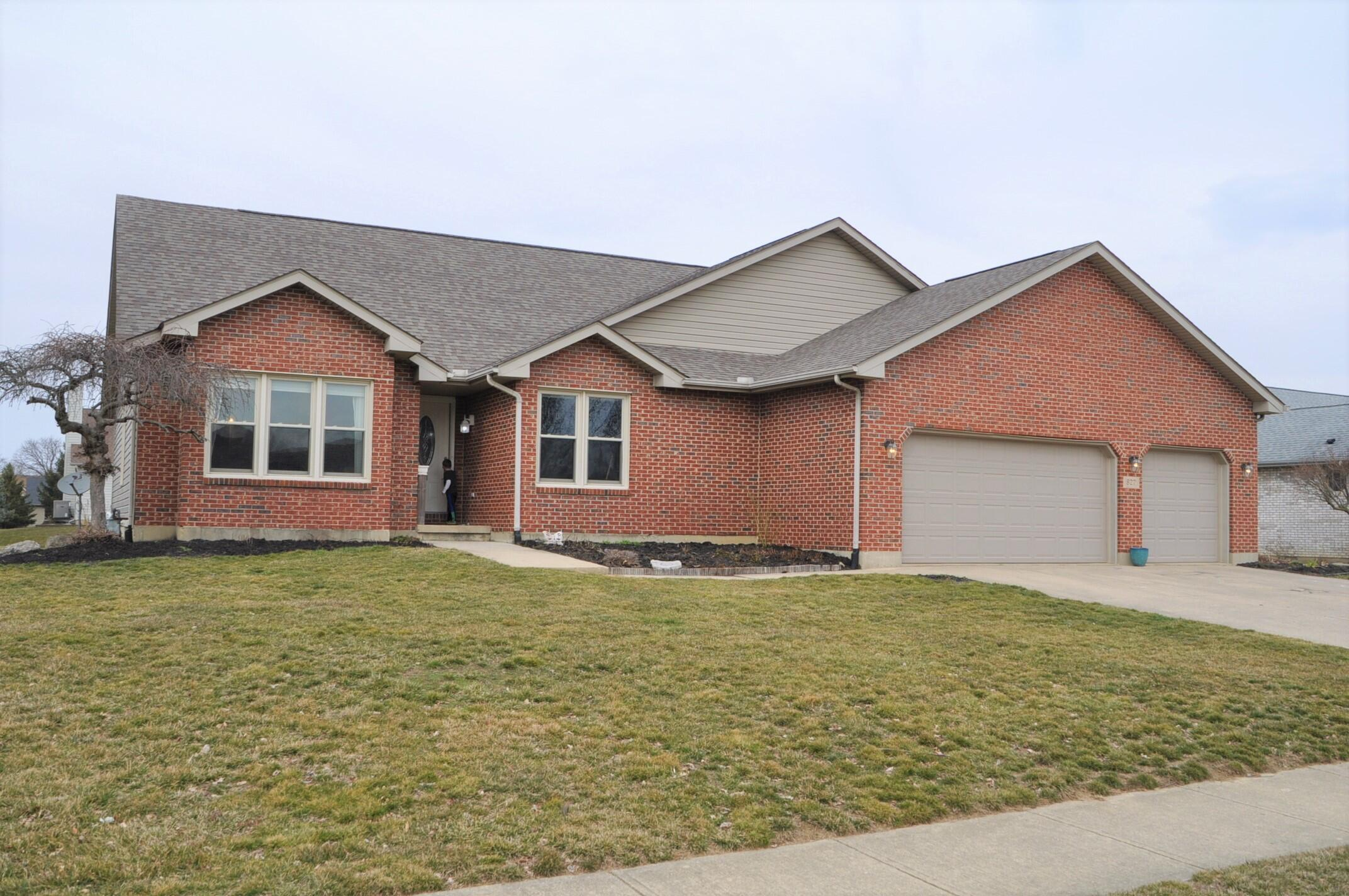 827 Stonehenge Drive Property Photo