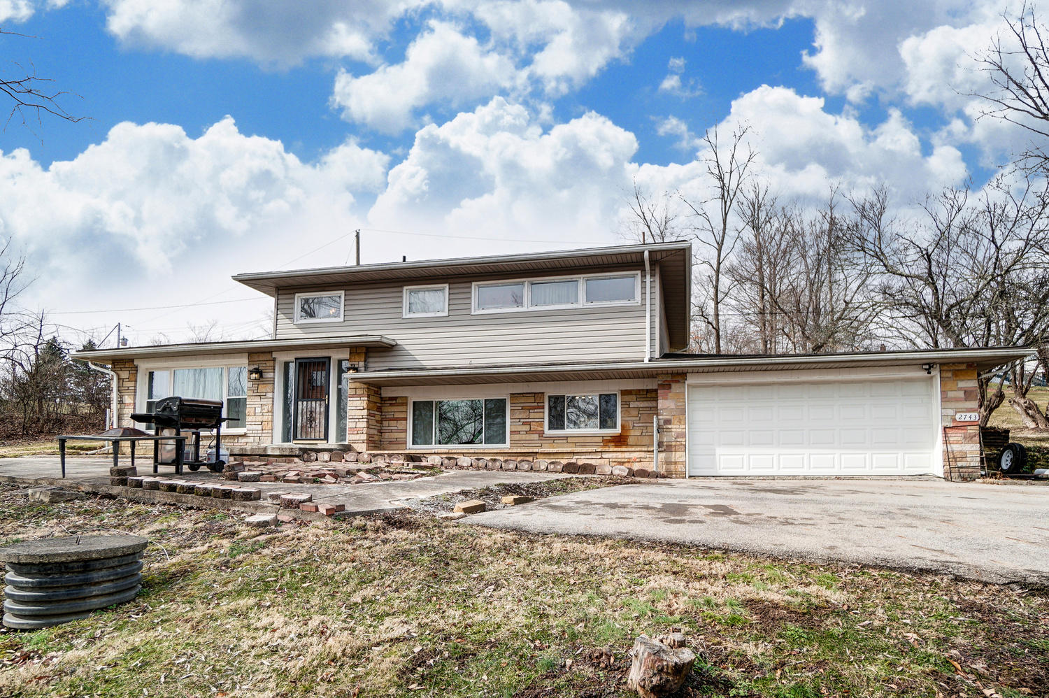 2743 Ash Drive Property Photo - Springfield, OH real estate listing