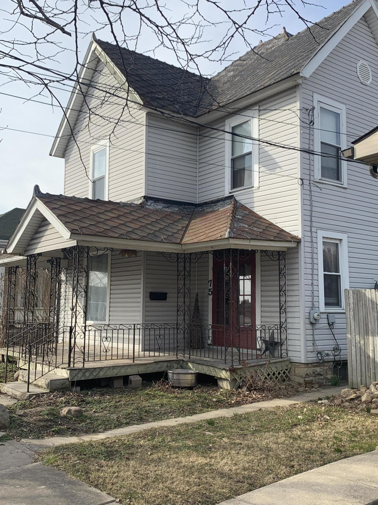 75 W Washington Street Property Photo 1