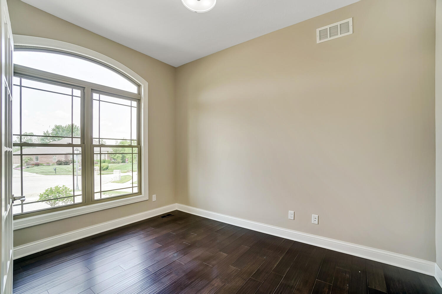 412 Cathedral Court Property Photo 6