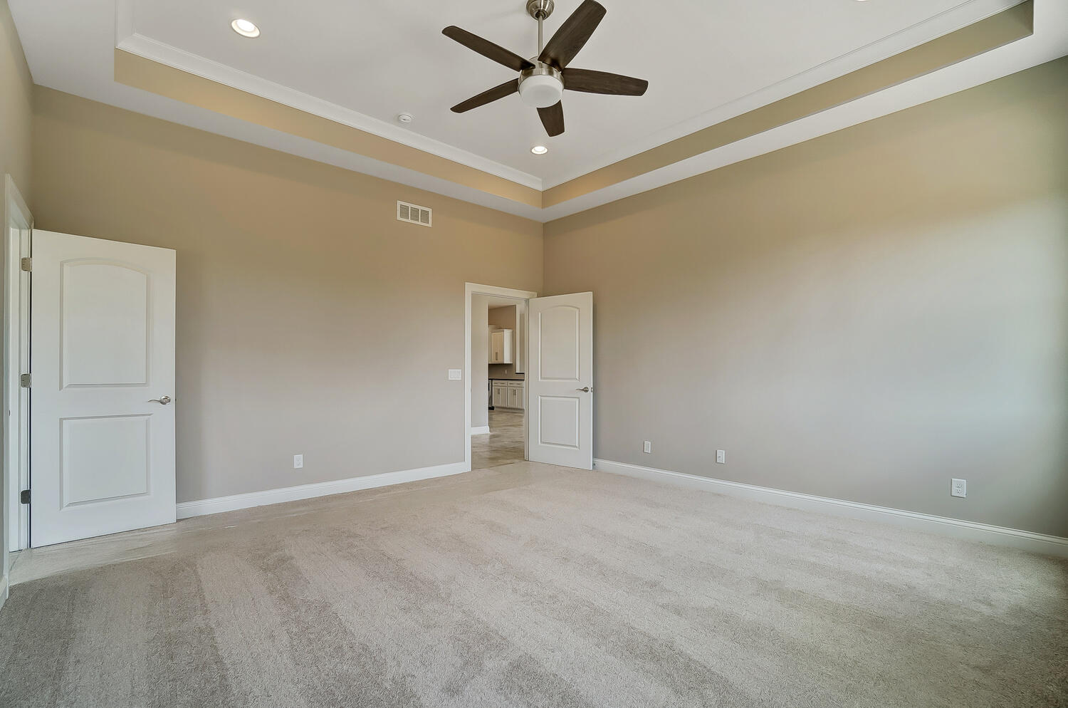 412 Cathedral Court Property Photo 22