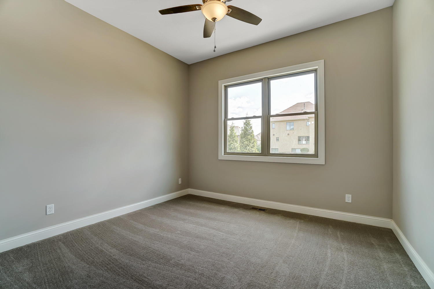 412 Cathedral Court Property Photo 29