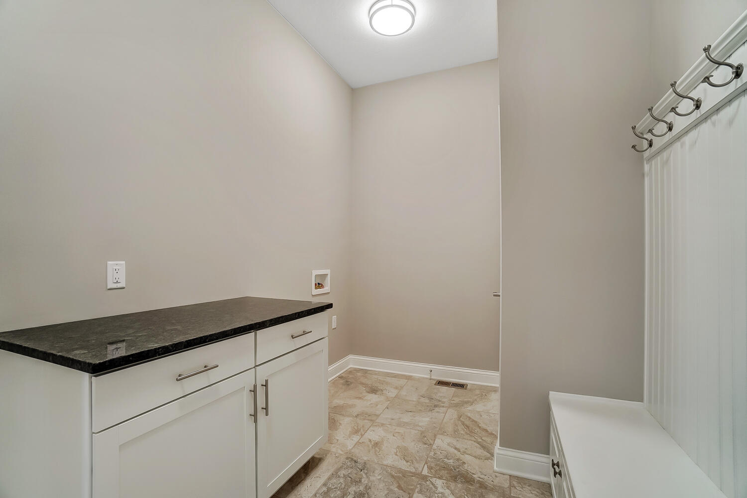 412 Cathedral Court Property Photo 50