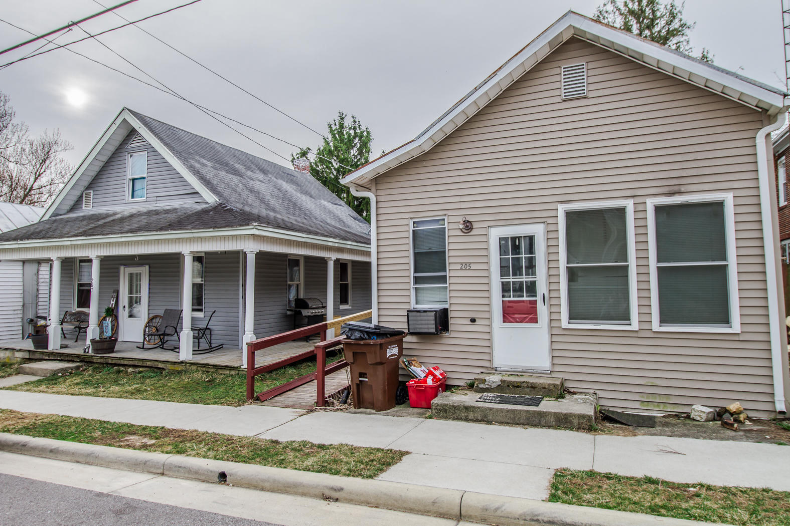 205 E Main Street Property Photo 1