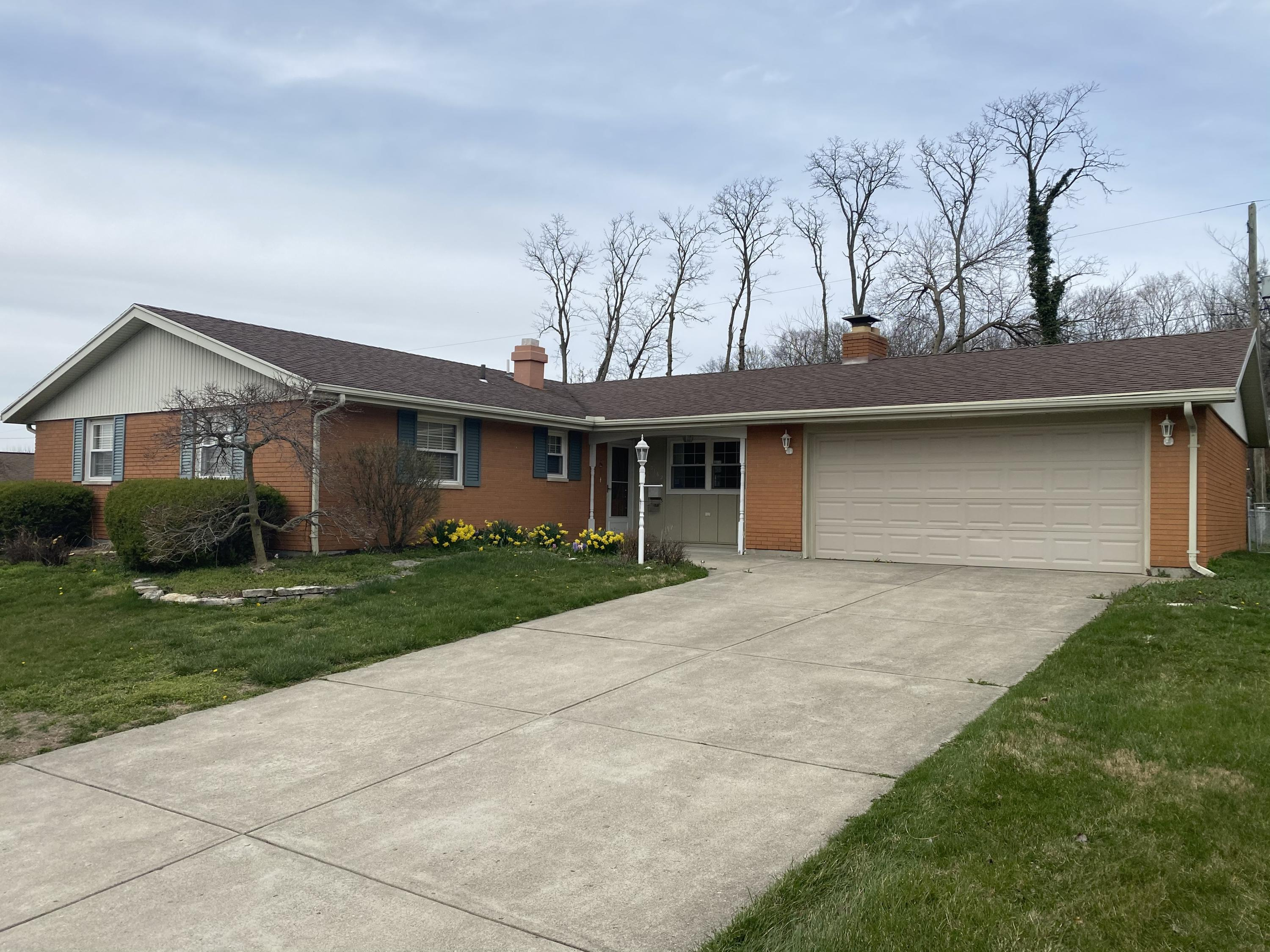 3162 Sherwood Park Drive Property Photo - Springfield, OH real estate listing