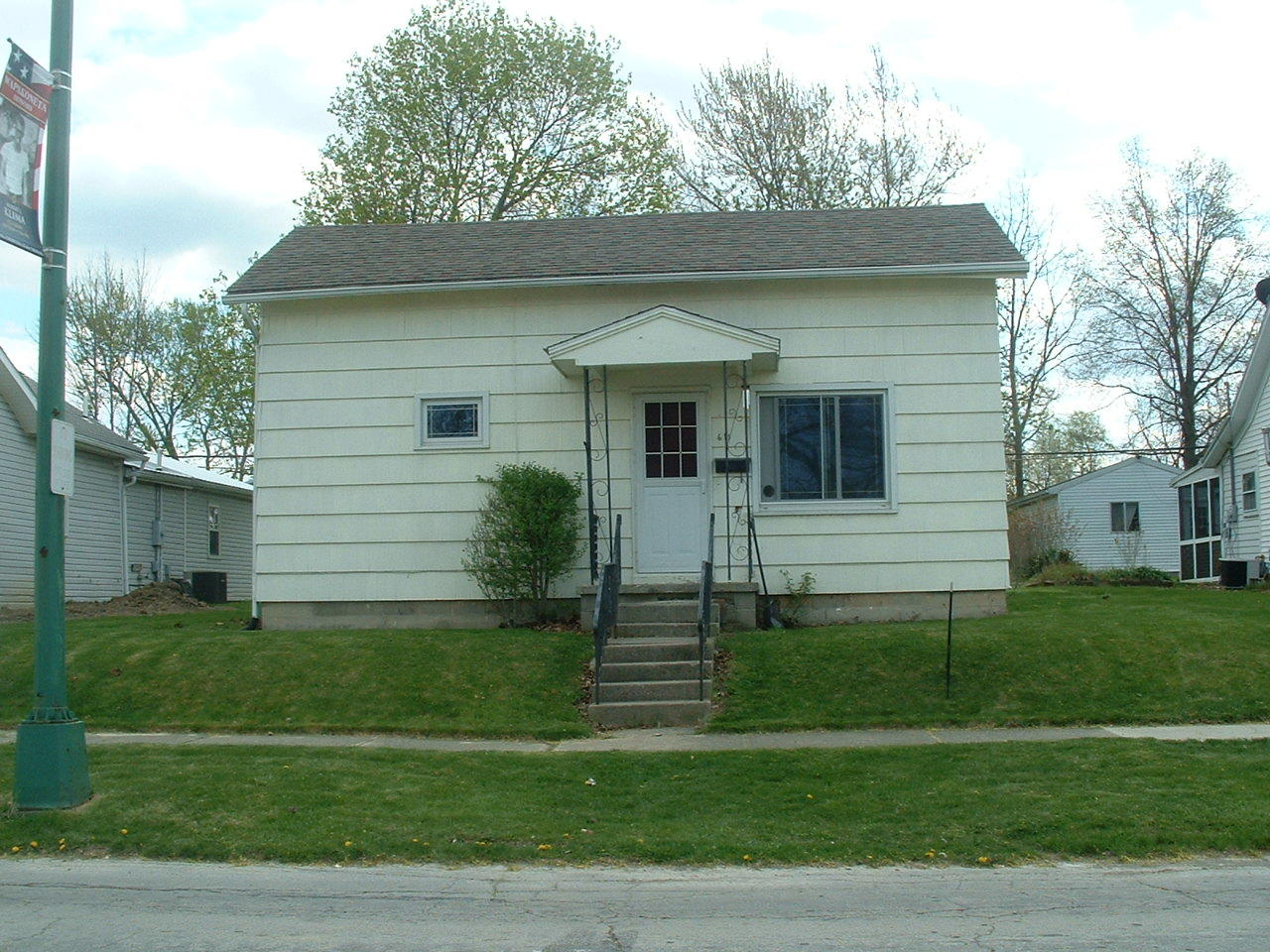 611 W Benton Street Property Photo - Wapakoneta, OH real estate listing