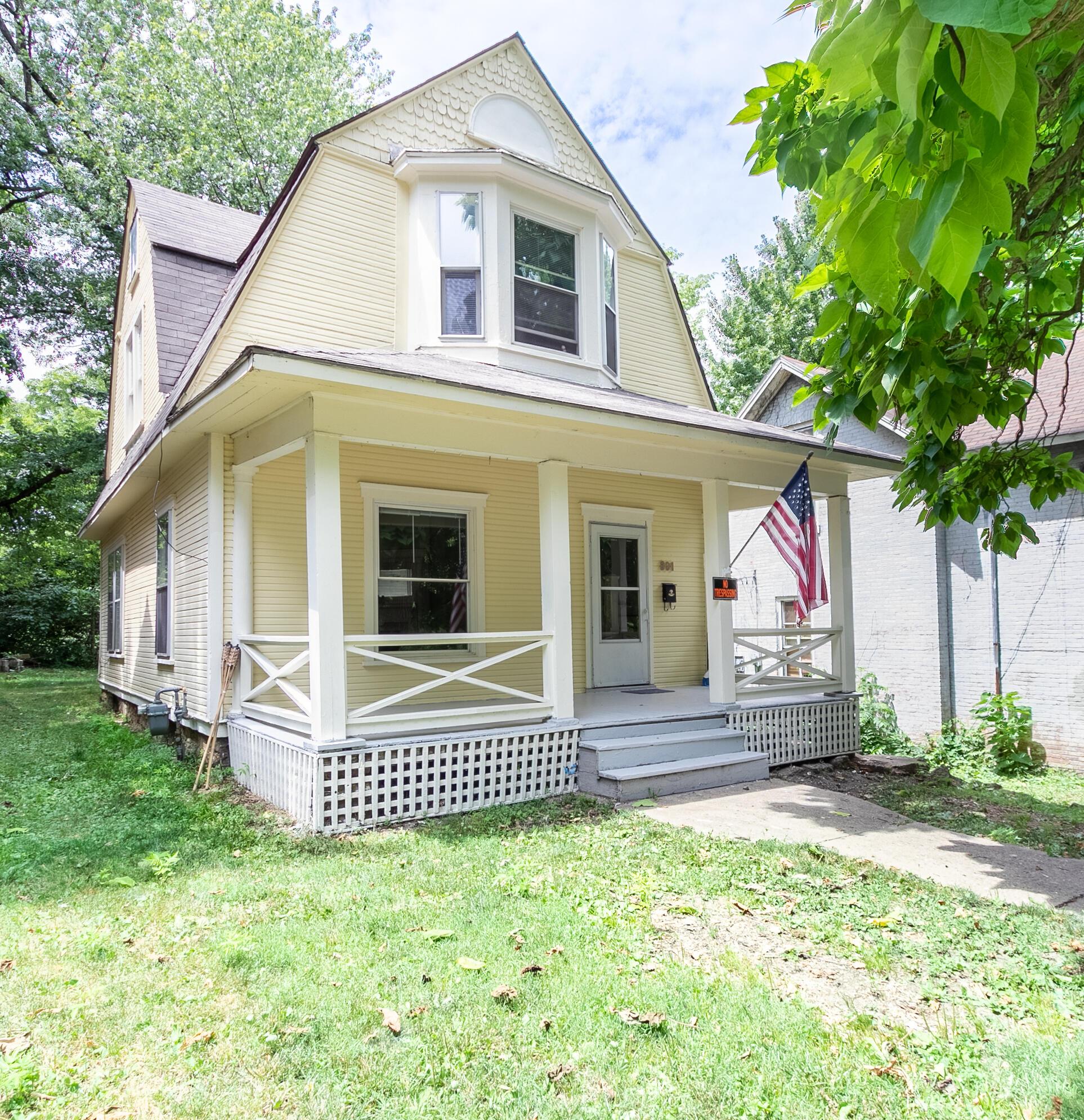 303 S Lowry Avenue Property Photo