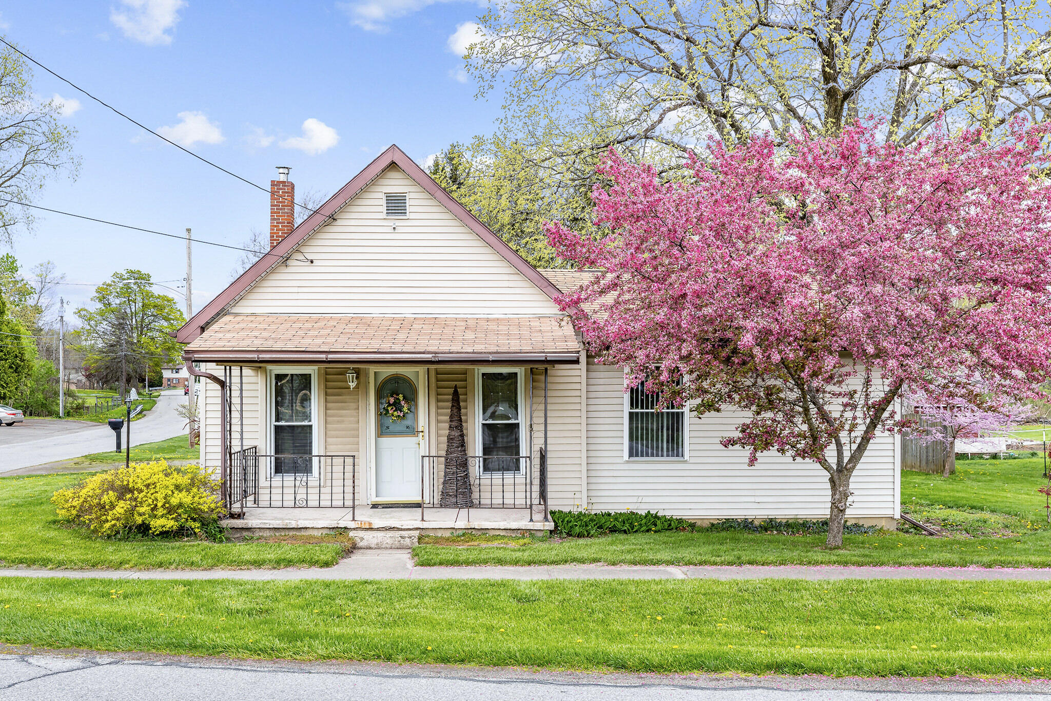 254 W Maple Street Property Photo - North Lewisburg, OH real estate listing