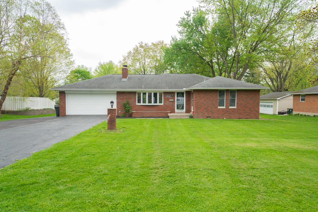 4211 Whites Drive Property Photo - Bellbrook, OH real estate listing