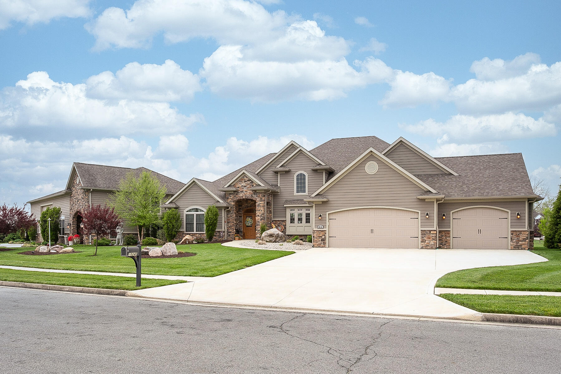 10240 Augusta Lane Property Photo 6