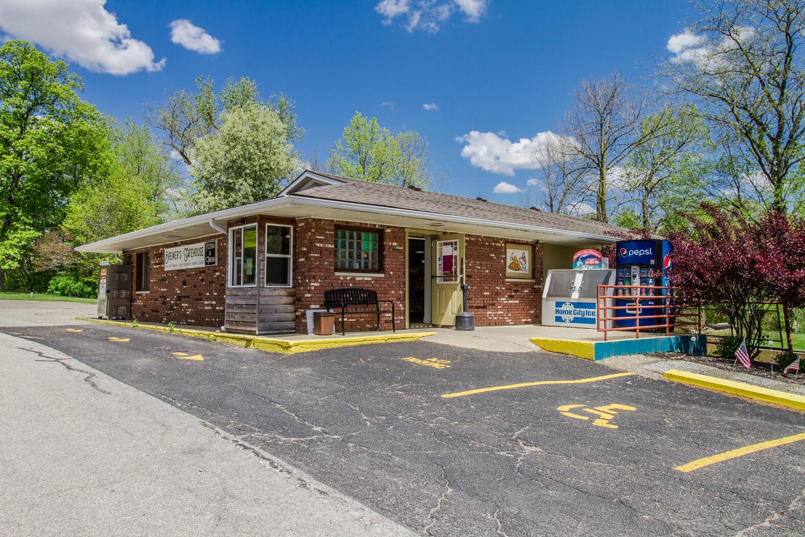 1054 Main Drive Property Photo