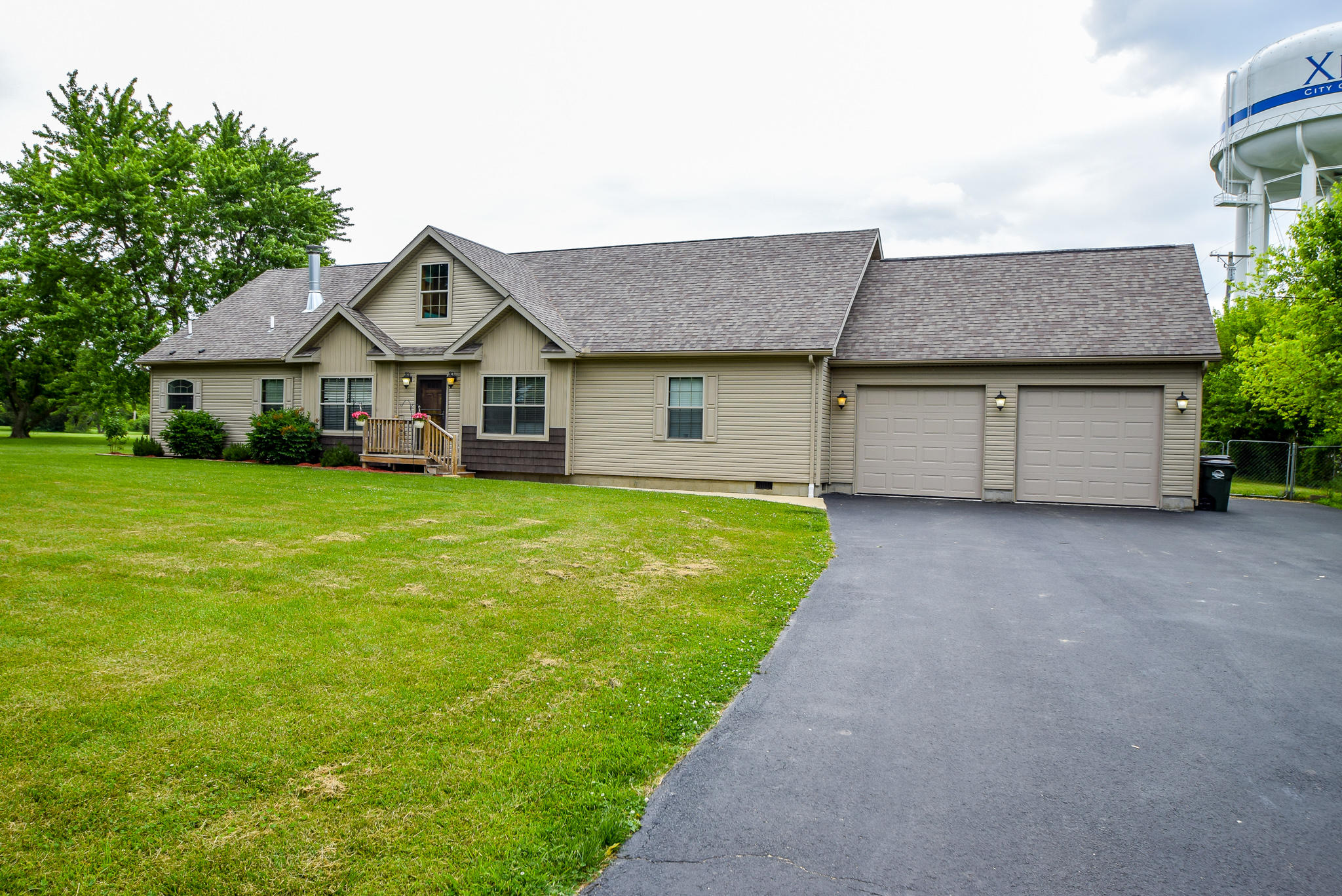 945 Ormsby Drive Property Photo 1