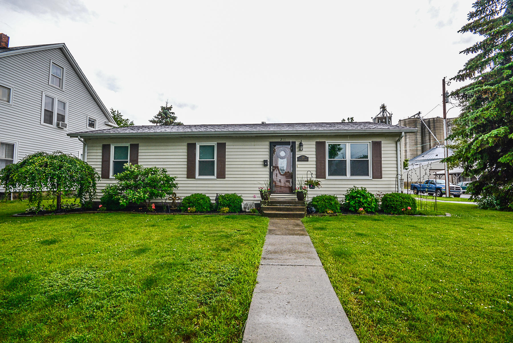 211 W Vine Street Property Photo