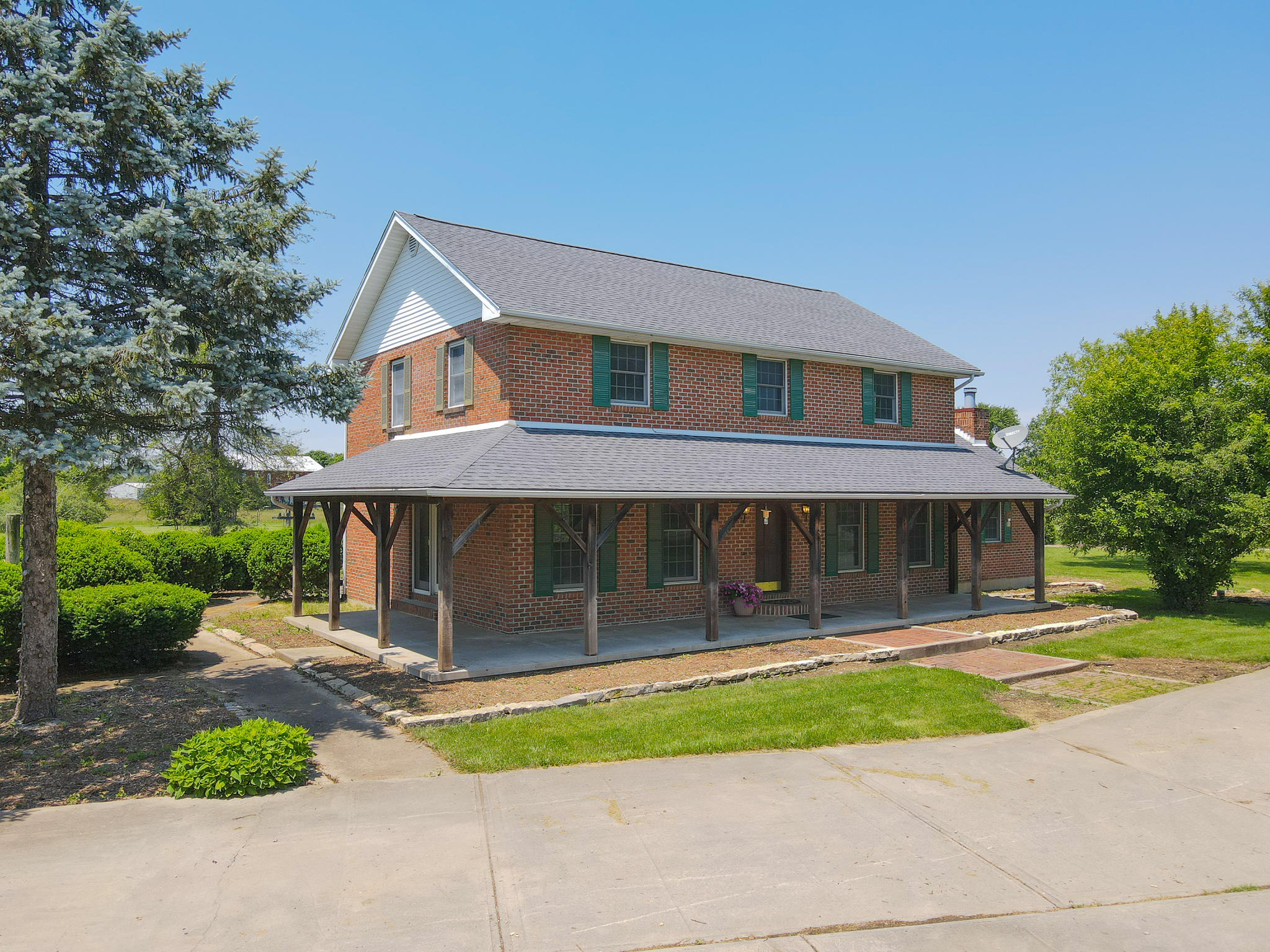 7883 Brookville Phillipsburg Road Property Photo 1