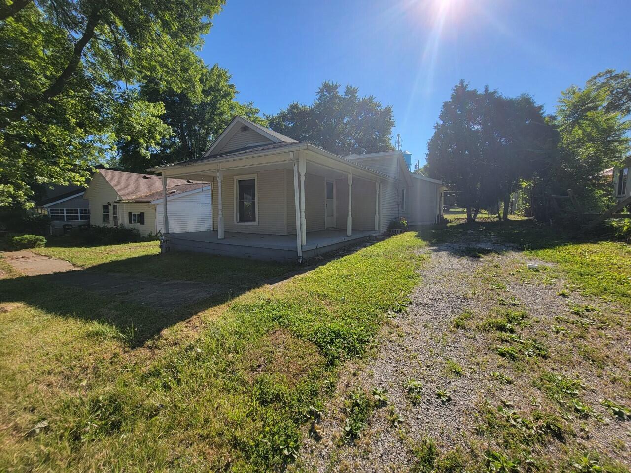 106 N Monroe Street Property Photo