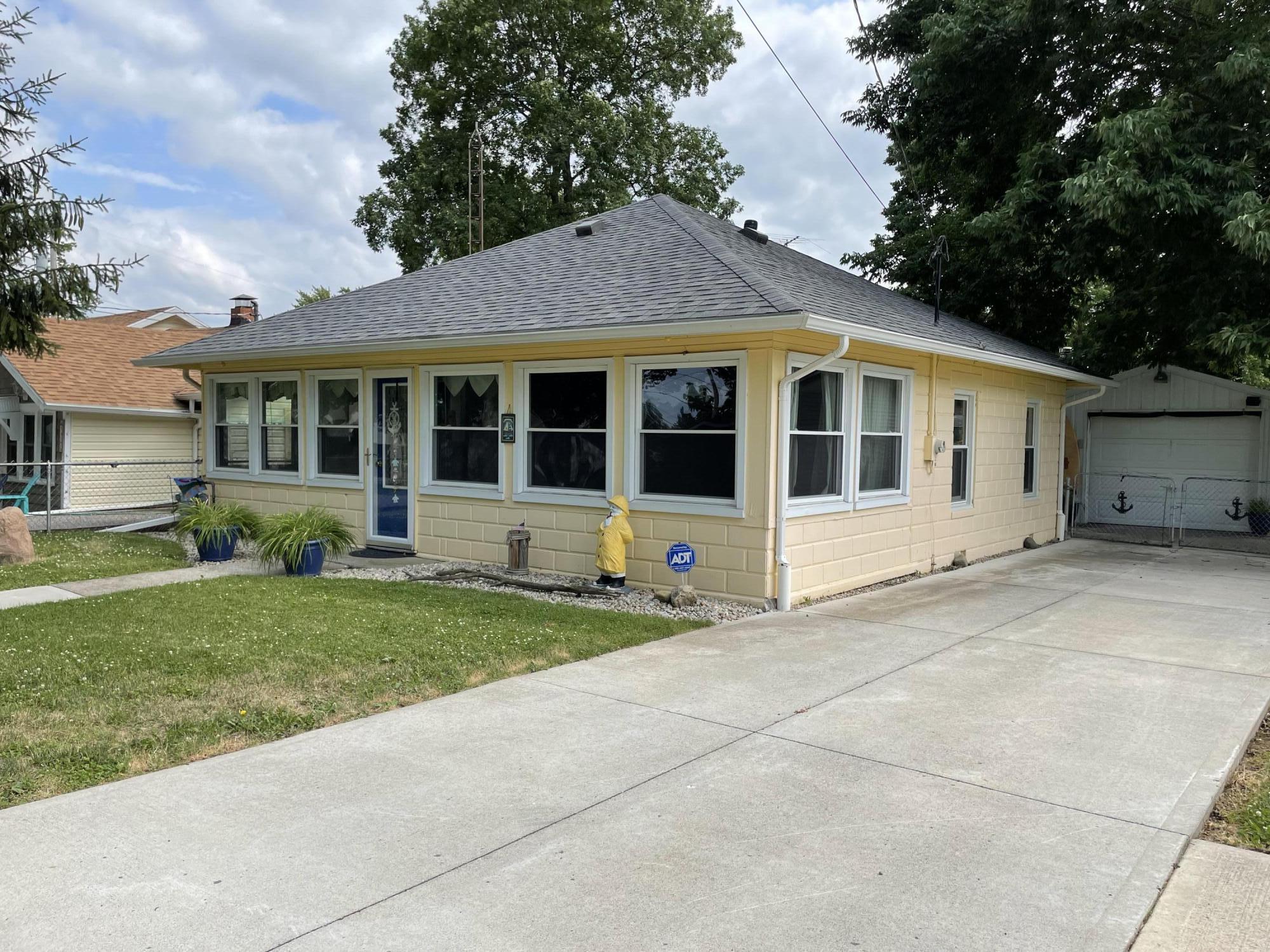 14166 Rosewood Avenue Property Photo