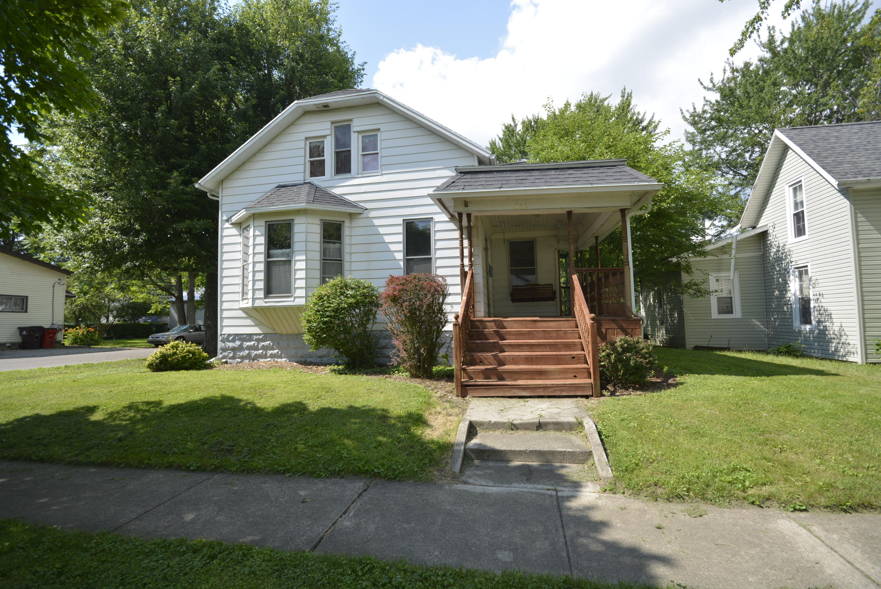 222 W Highland Avenue Property Photo