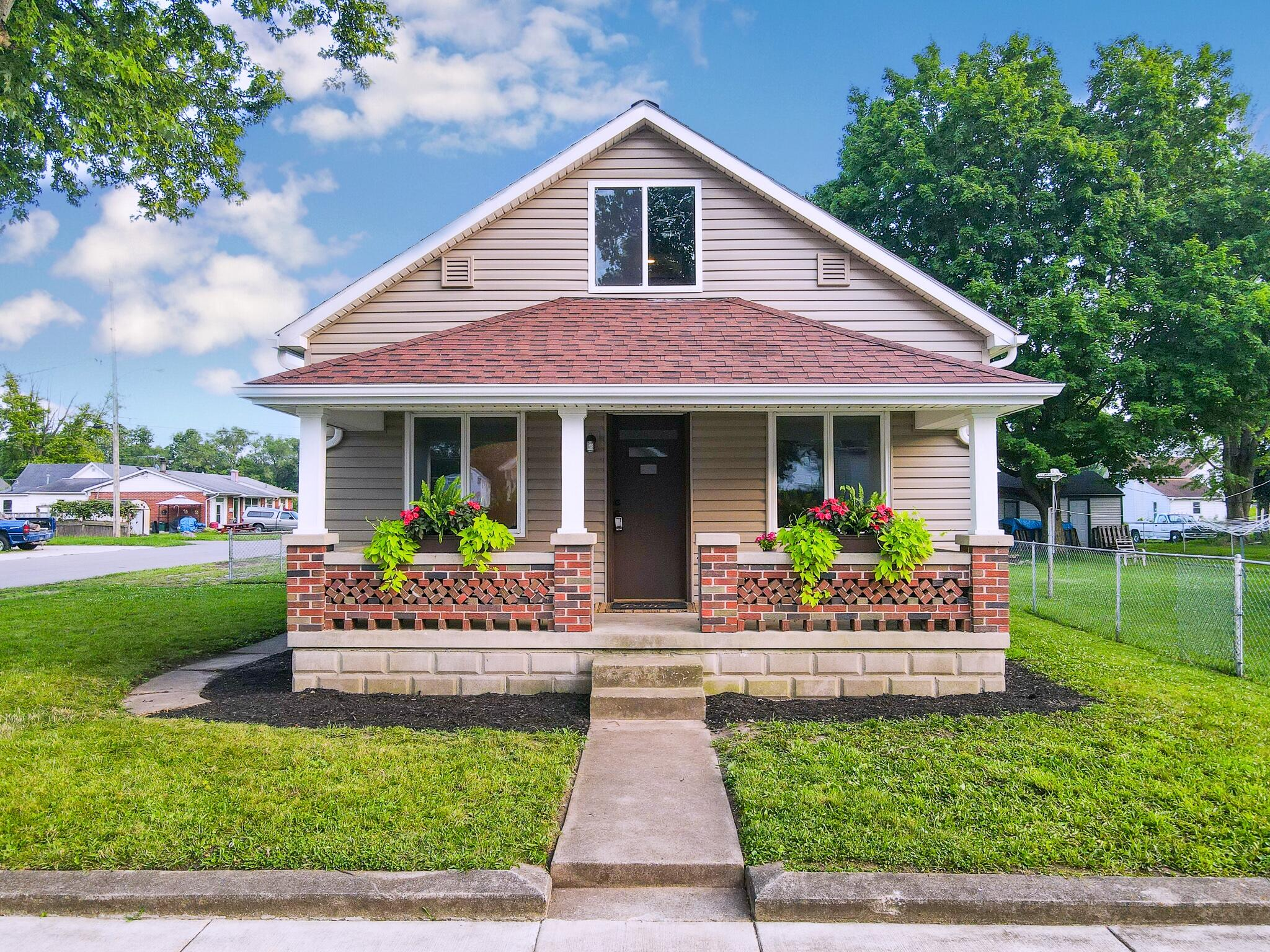 209 E 4th Street Property Photo 1
