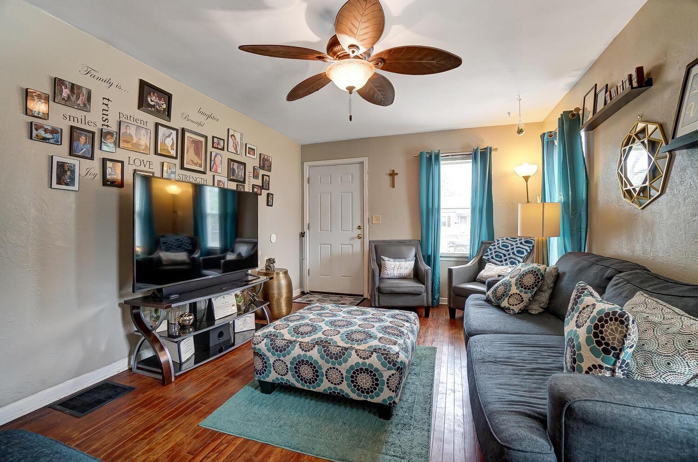 231 N Douglas Avenue Property Photo 5