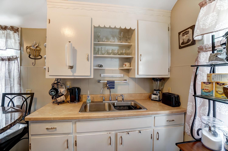 231 N Douglas Avenue Property Photo 11