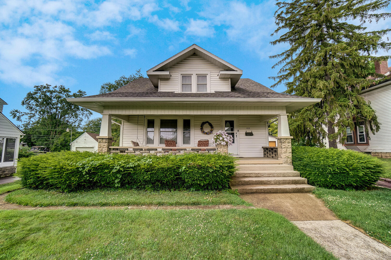 223 N Clairmont Avenue Property Photo
