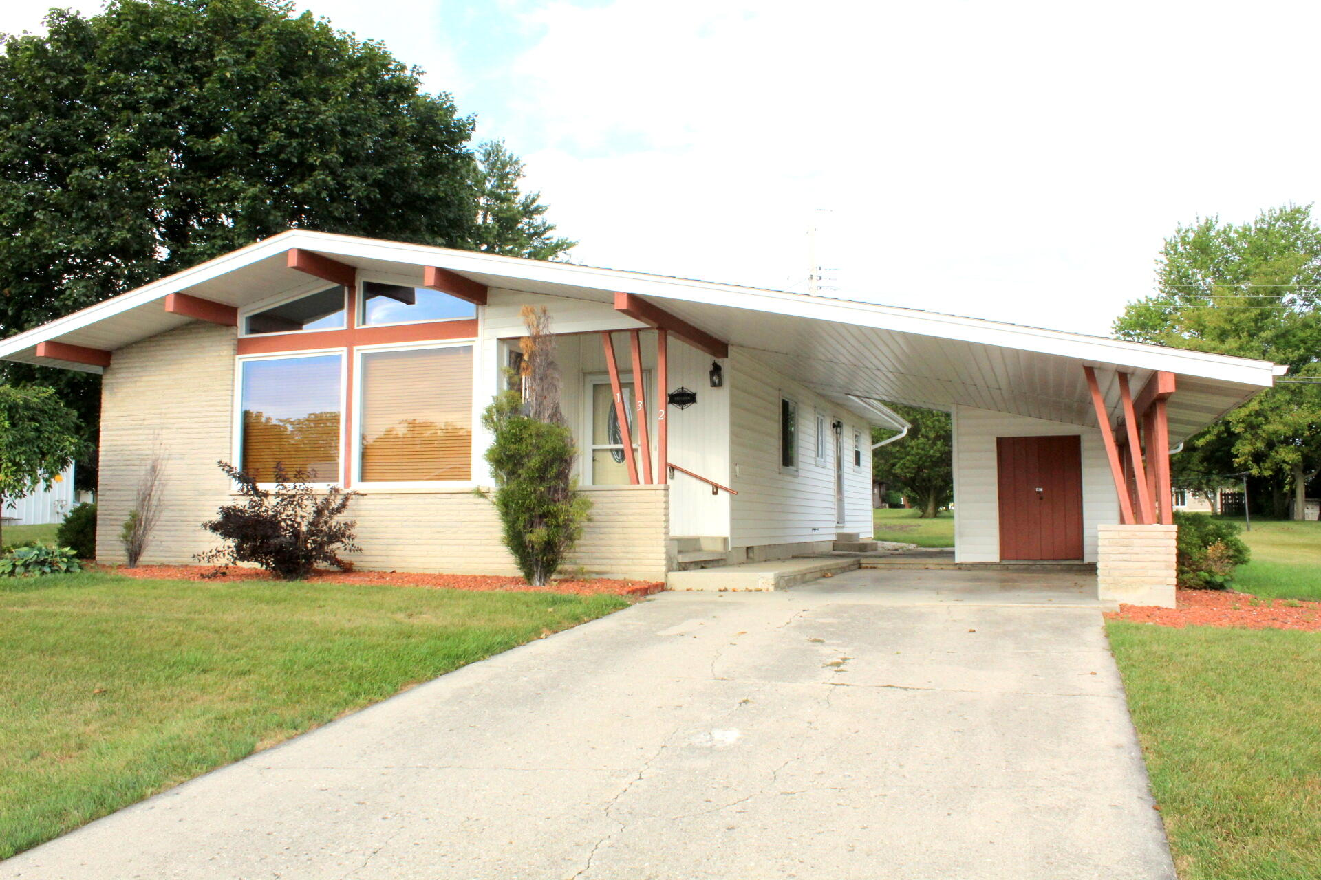 132 Linn Street Property Photo