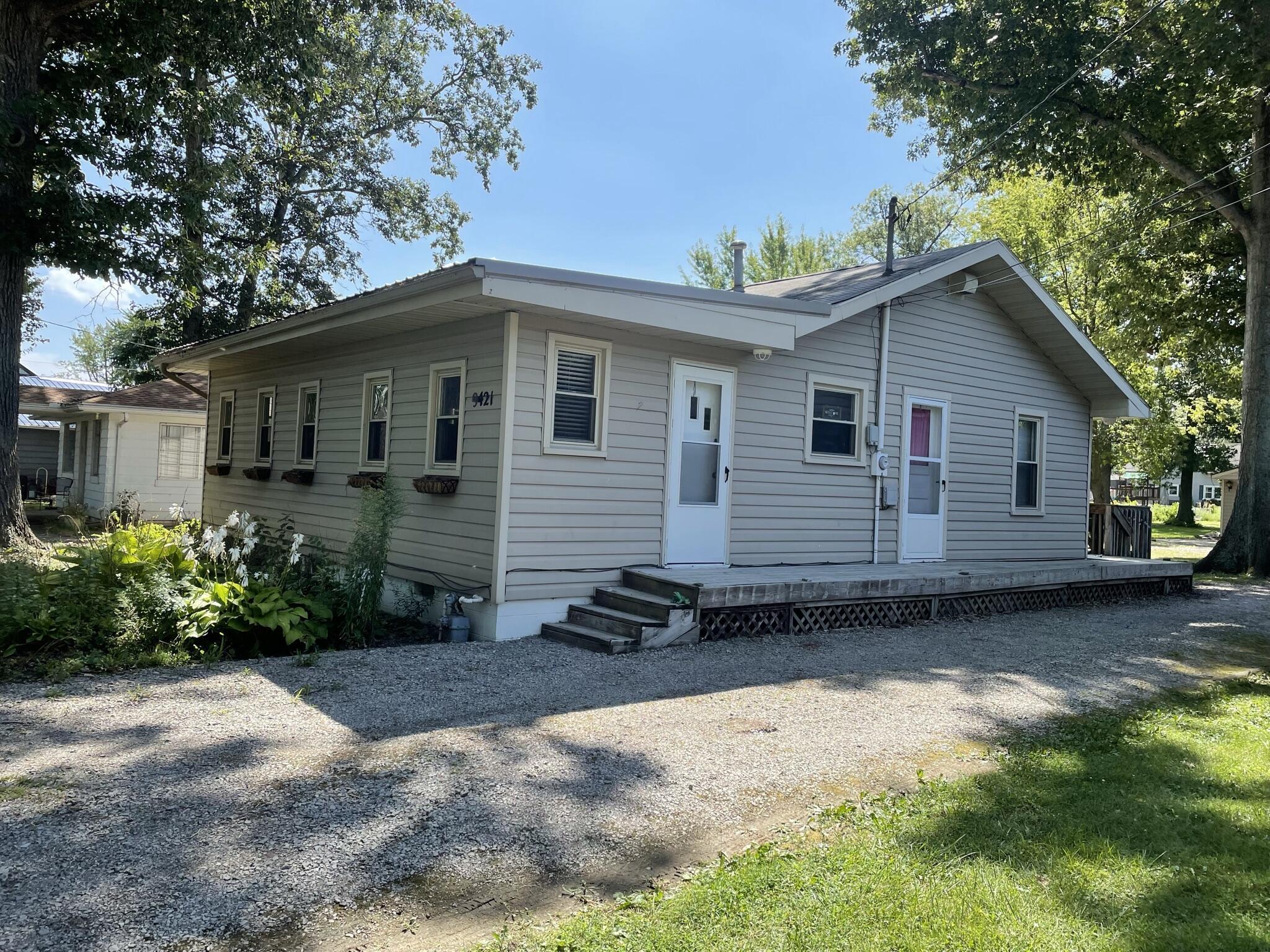 9421 N Lakeshore Drive Property Photo 1