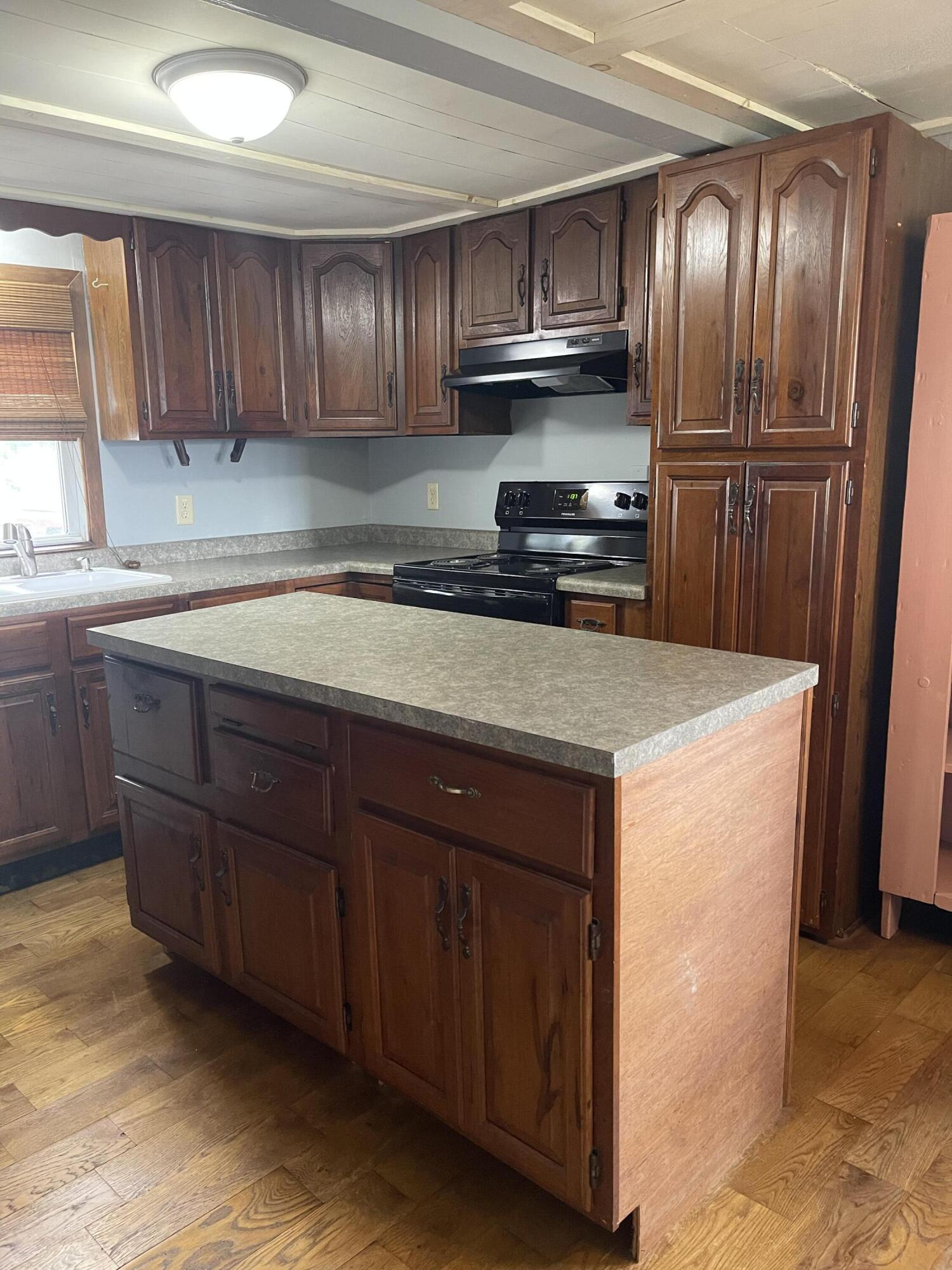 2421 N Mcdonel Street Property Photo 15