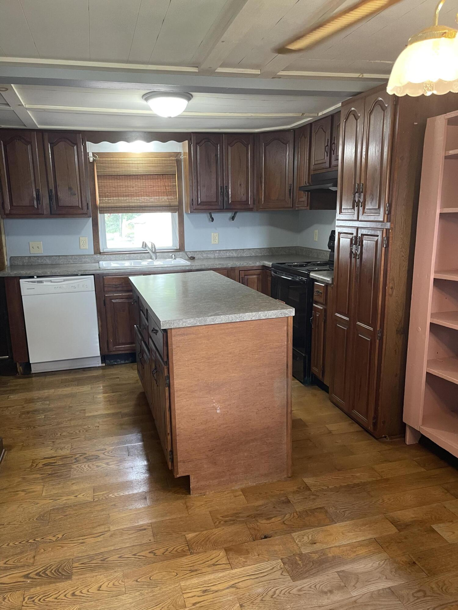 2421 N Mcdonel Street Property Photo 16