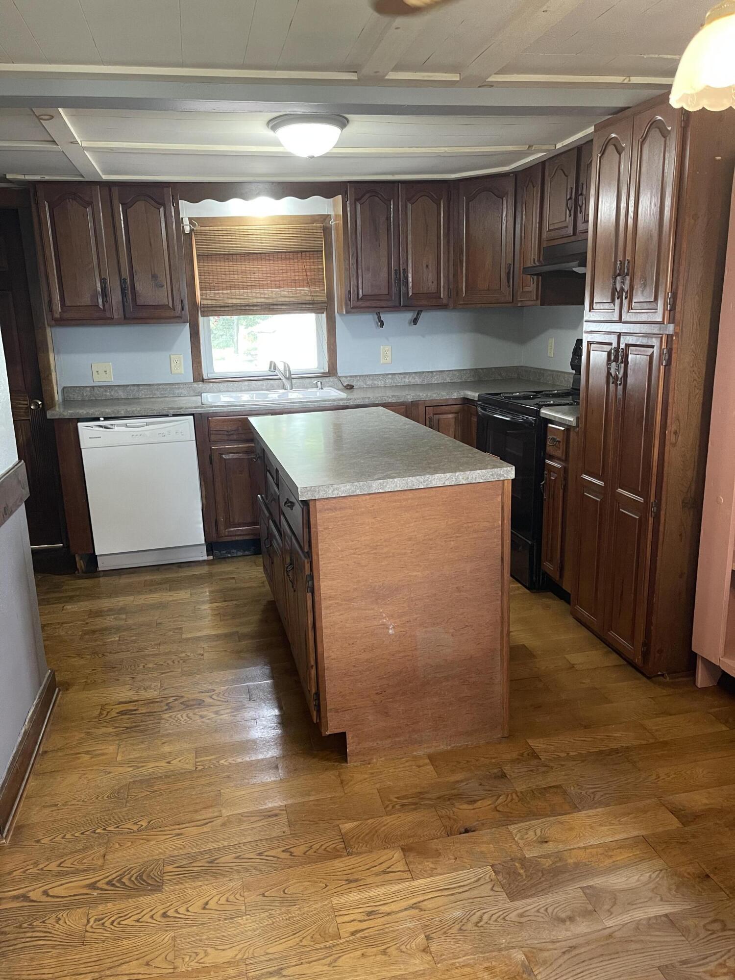 2421 N Mcdonel Street Property Photo 17