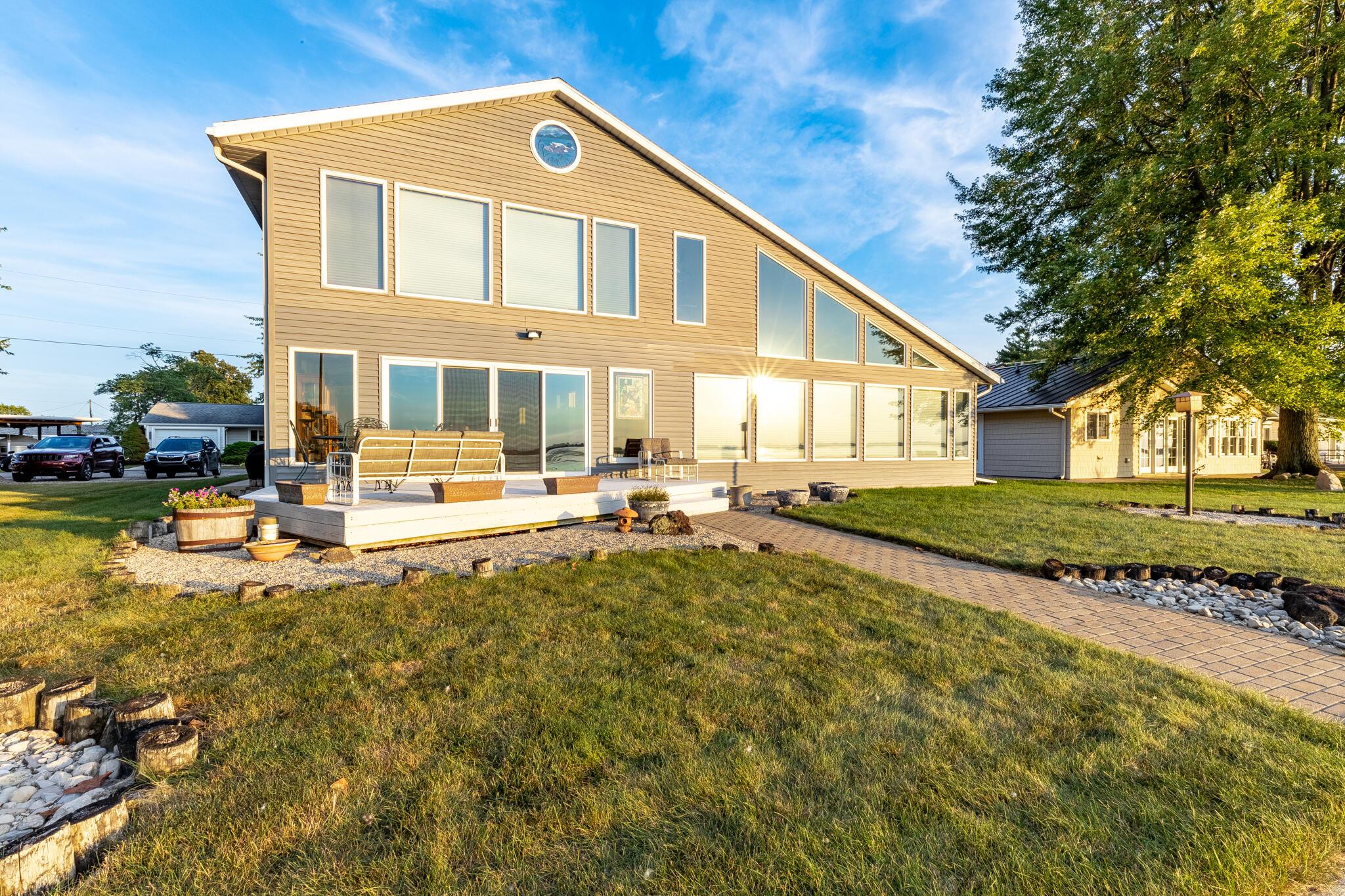 10269 Sunset Isle Drive Property Photo 1