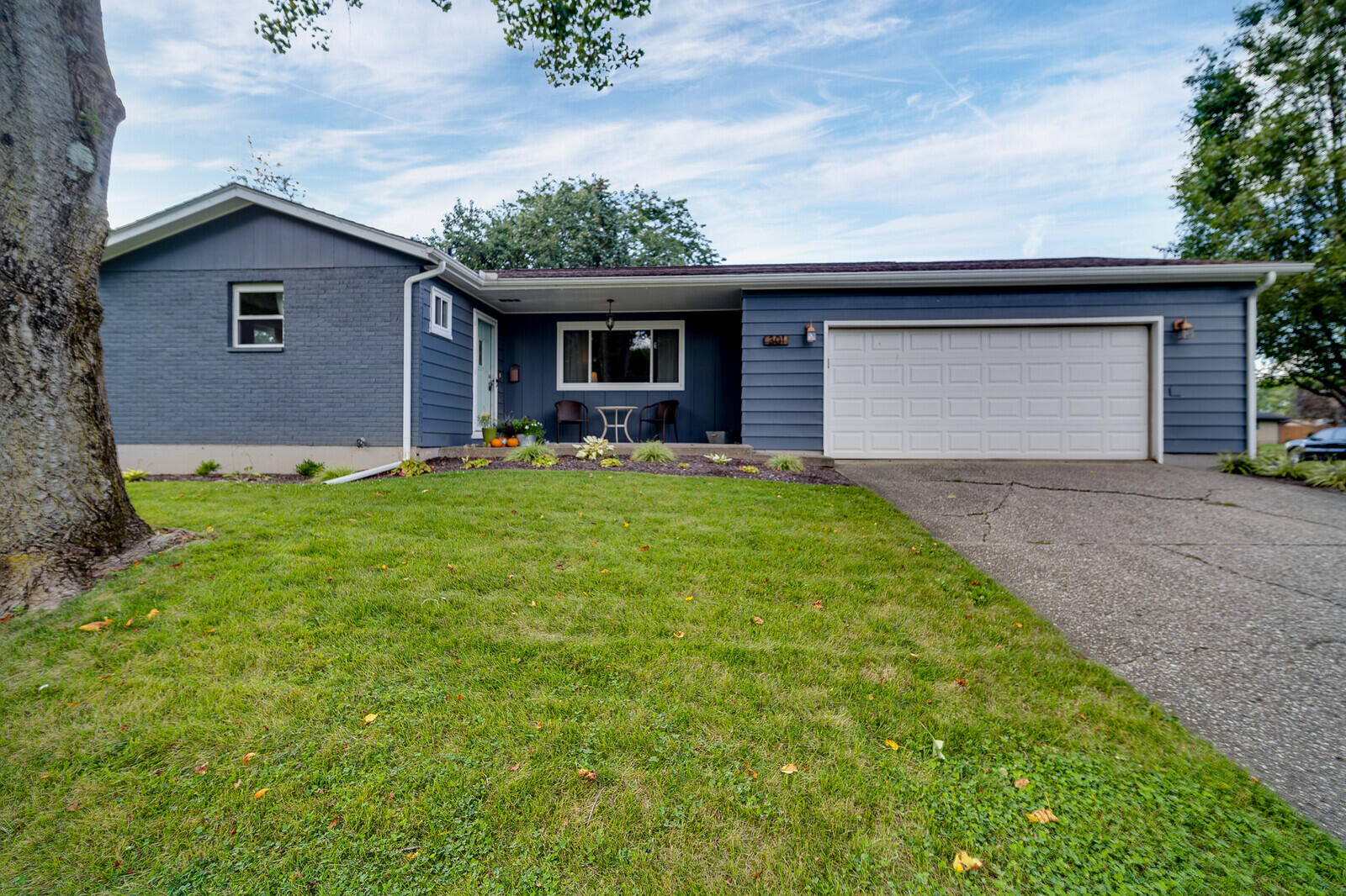 301 Hillside Drive Property Photo 1