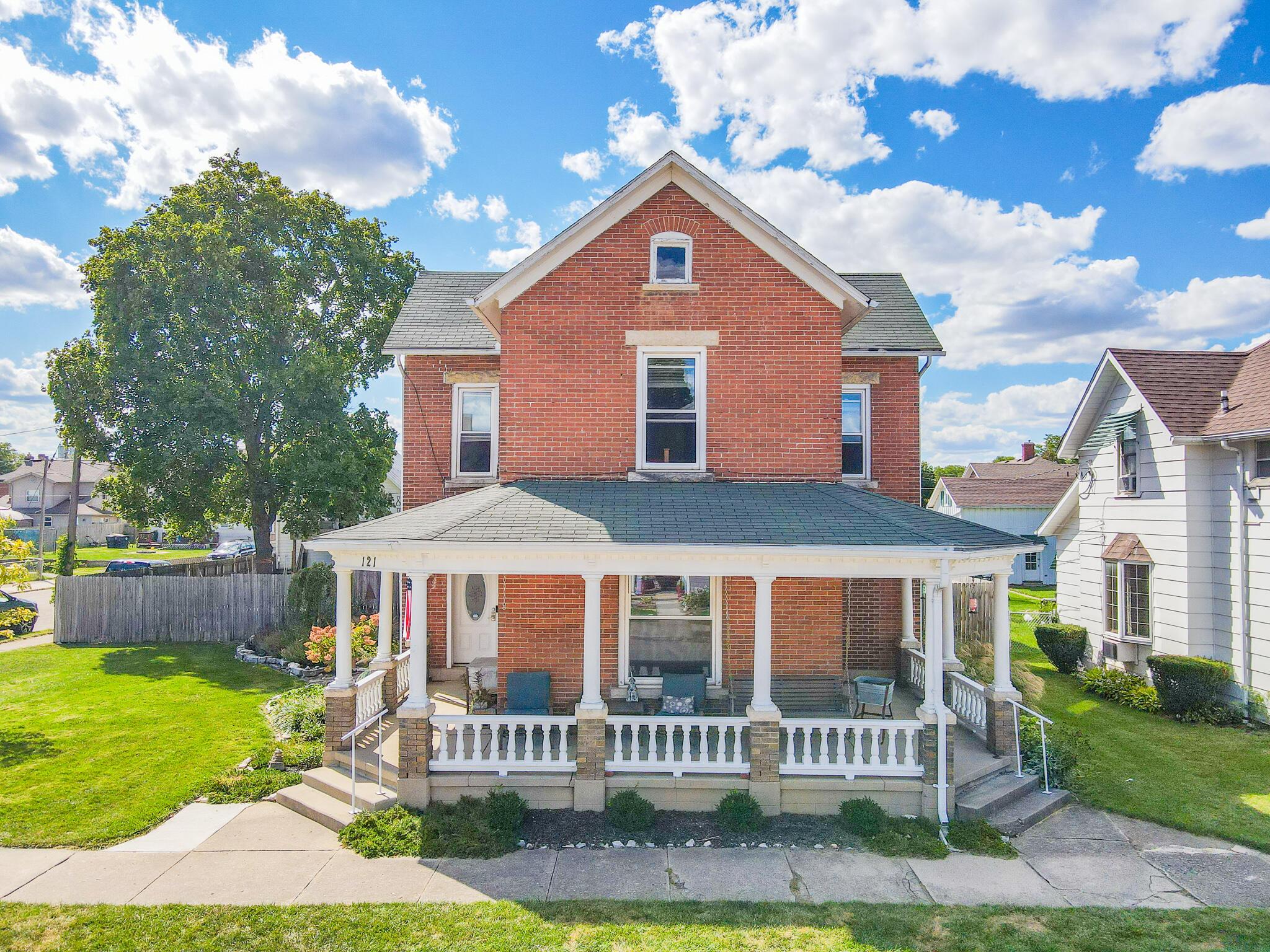 121 S Pearl Street Property Photo