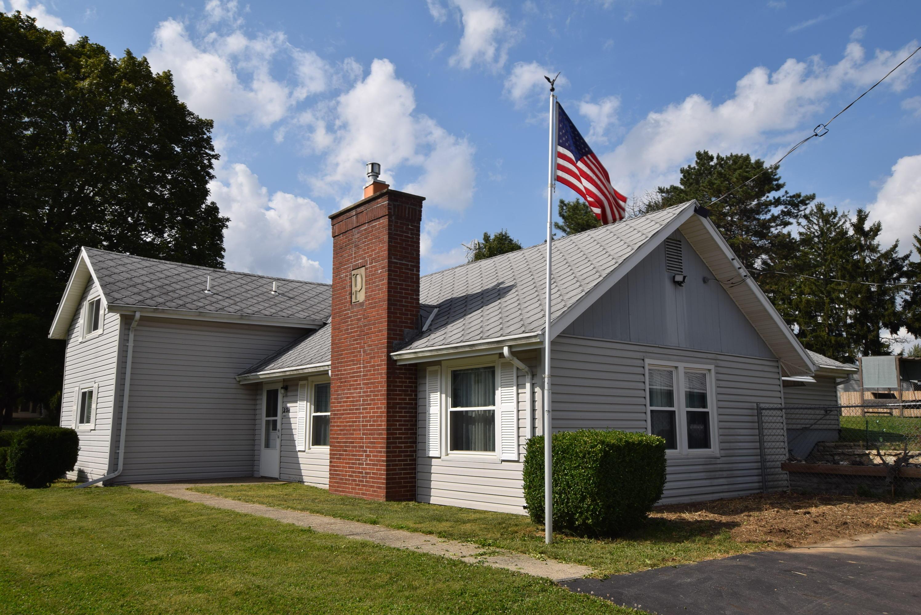 238 W Elm Street Property Photo