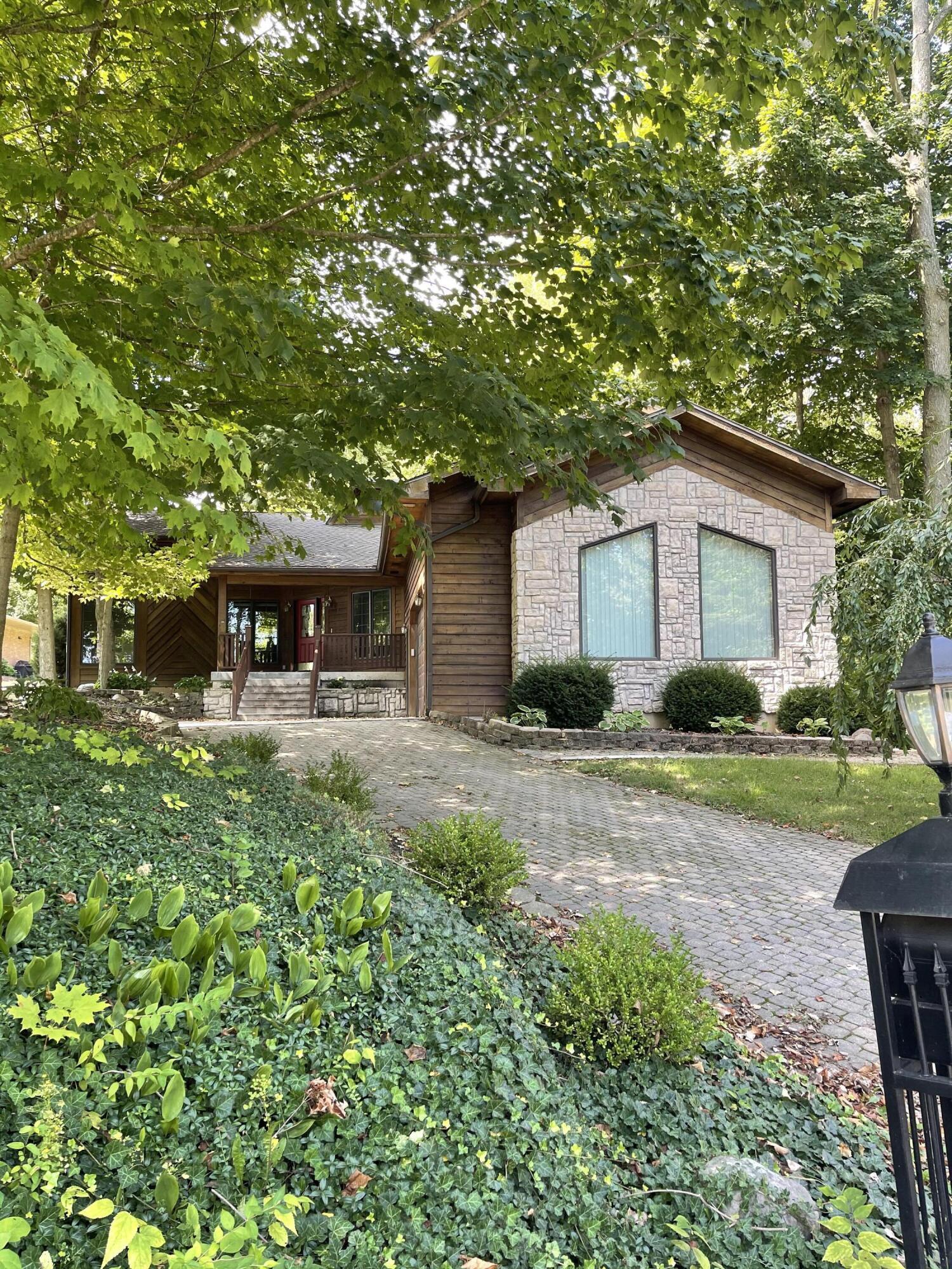 2 Lake Ridge Drive Property Photo 1