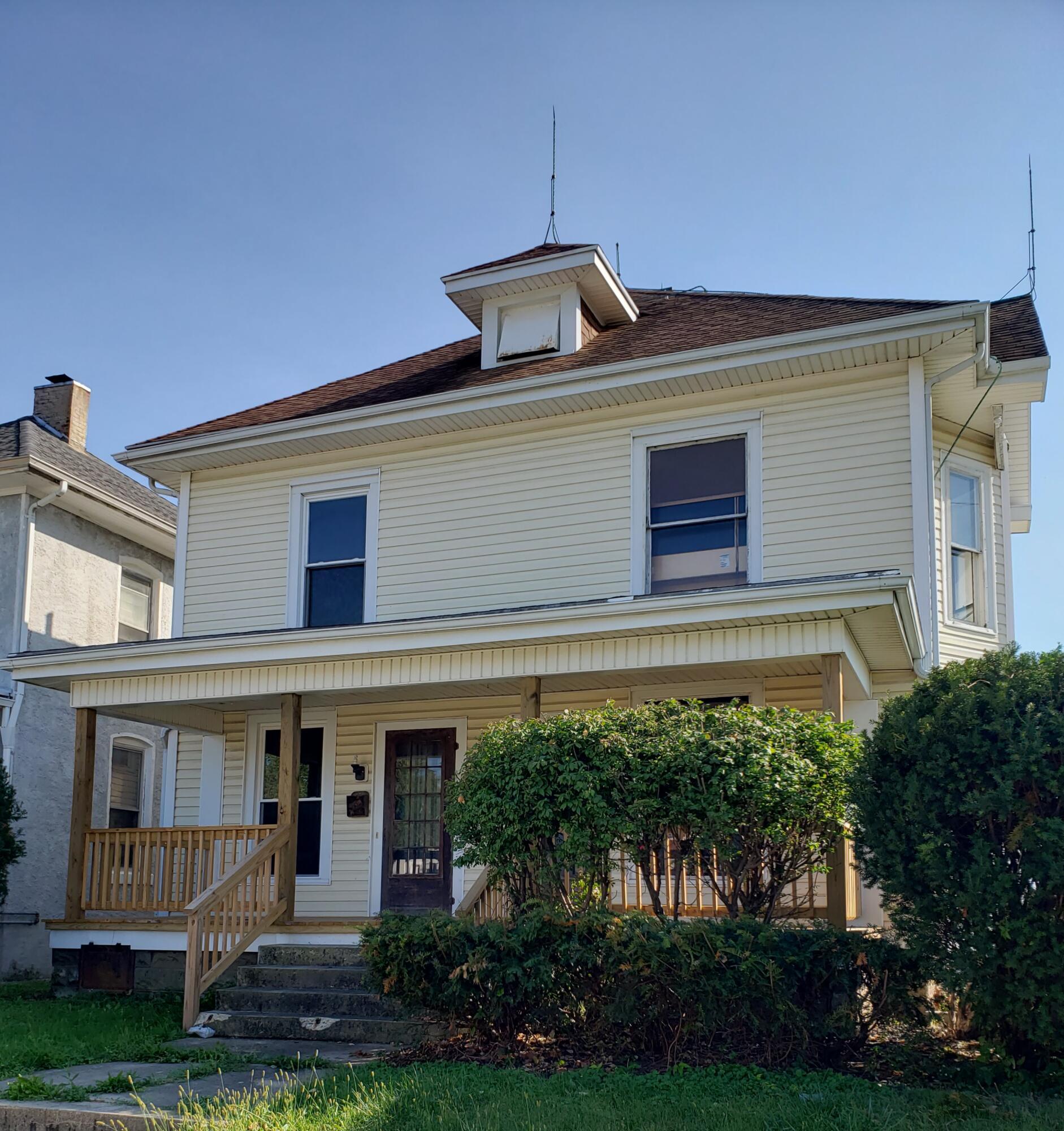 101 E Benton Street Property Photo
