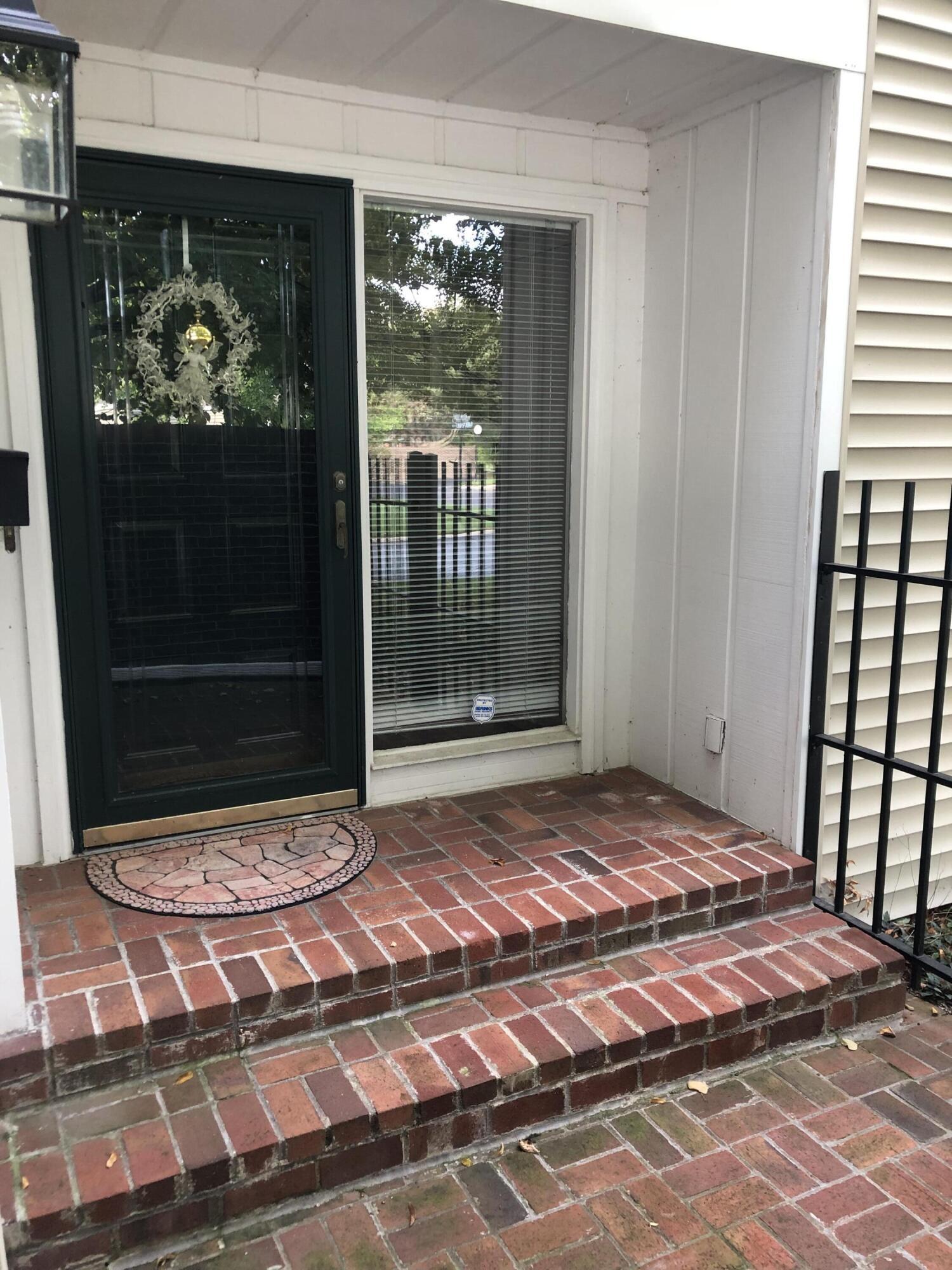 908 Windom Square Property Photo 1