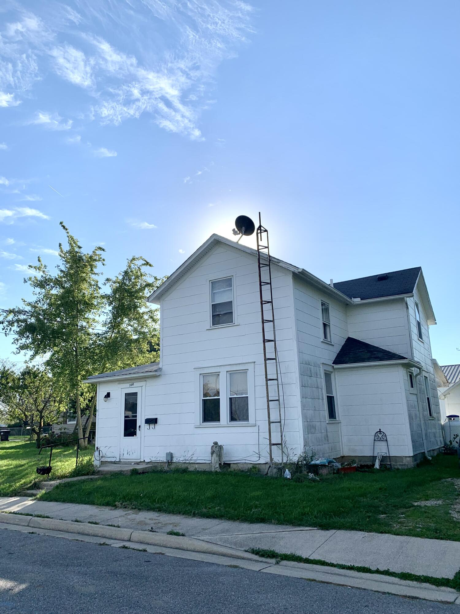 308 Ross Street Property Photo