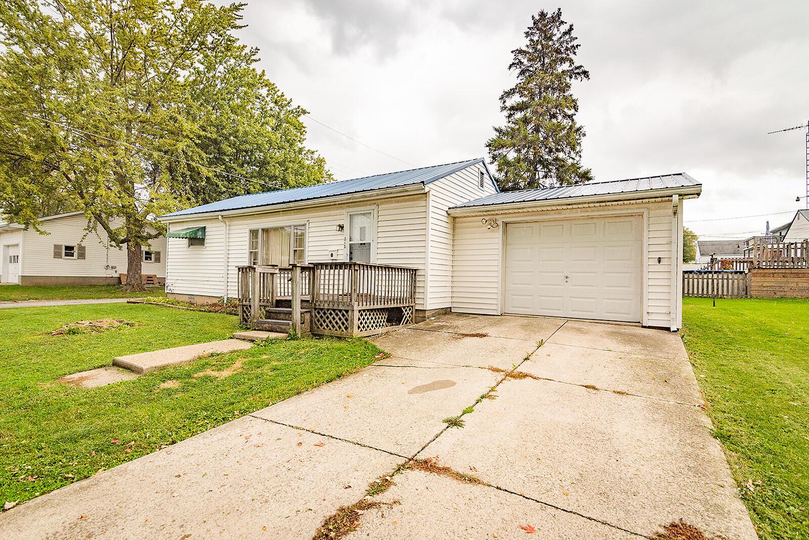 212 Superior Street Property Photo